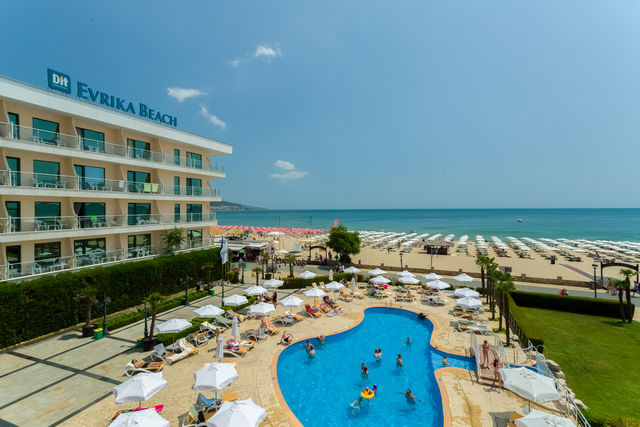 DIT Evrika Beach Club Hotel - Food and dining